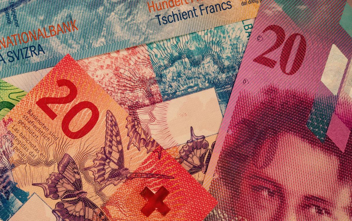 Stara i nova novčanica švicarskog franka